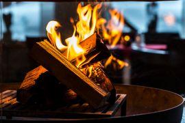 Offenes Feuer in unserer Kaminhalle im Hotel Warher Hof