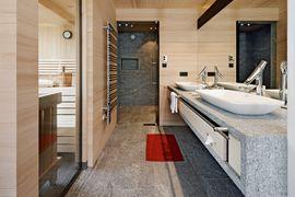 """Badezimmer der Suite """"Naturkraft"""" mit Erlebnisdusche - Wellnesshotel Warther Hof"""