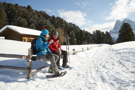 Il piacere di sciare nel sole primaverile