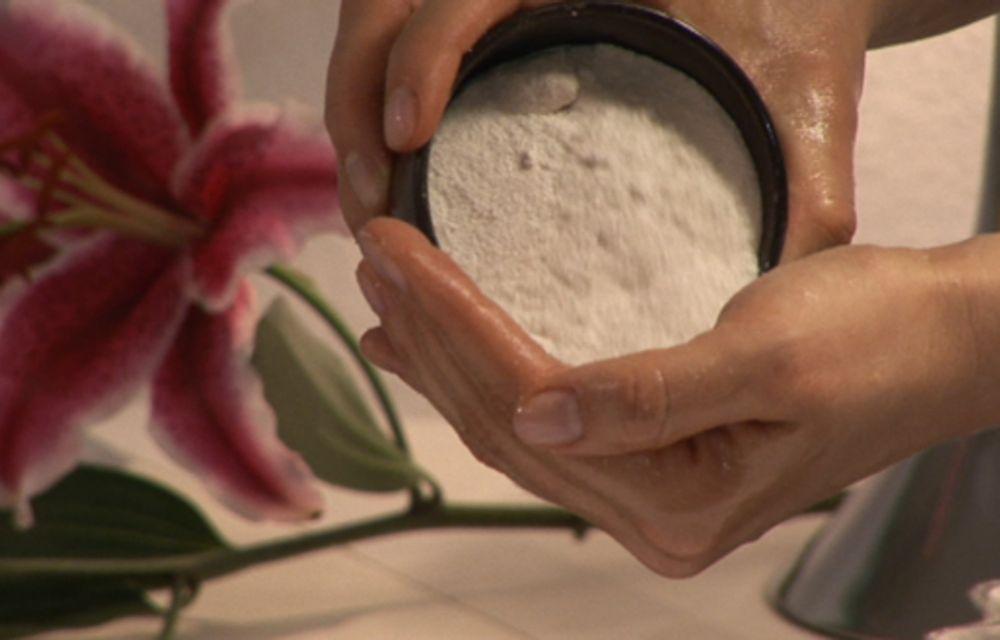 Salz-Öl-Peeling – Ganzkörper