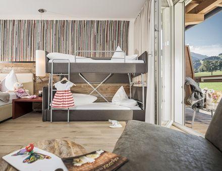 """Hotel Zimmer: """"35er"""" Junior Panorama - Mia Alpina"""