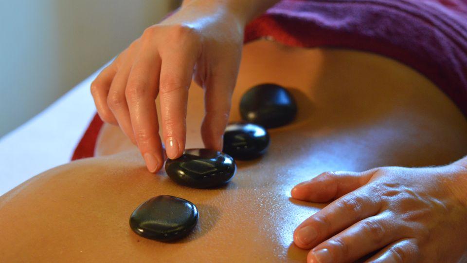 """""""Chaleur bienfaisante"""" – Massage aux pierres chaudes"""