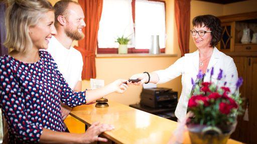 Biohotel Alpenrose Rezeption Empfang Urlaub Auszeit