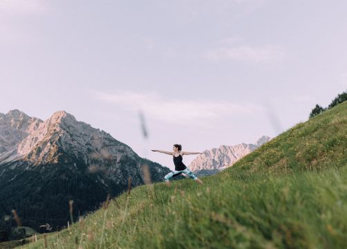 Biohotel Chesa Valisa: Yoga in der Natur - Das Naturhotel Chesa Valisa, Hirschegg/Kleinwalsertal, Vorarlberg, Österreich