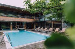 Biohotel Chesa Valisa: Natürliche Erfrischung in unserem Schwimmbad - Das Naturhotel Chesa Valisa, Hirschegg/Kleinwalsertal, Vorarlberg, Österreich