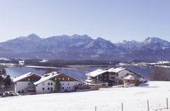 Biohotel Eggensberger: Biohotel im Winter mit See und Bergen - Biohotel Eggensberger, Füssen - Hopfen am See, Allgäu, Bayern, Deutschland