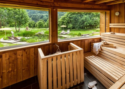 Tauber's Bio-Vitalhotel: Sauna mit Ausblick in die Natur - Tauber's Bio-Wander-Vitalhotel, St. Sigmund, Trentino-Südtirol, Italien