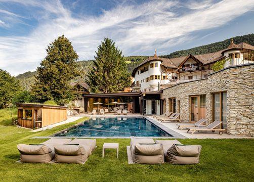 Tauber's Bio-Vitalhotel: Hotelanlage inmitten der Natur - Tauber's Bio-Wander-Vitalhotel, St. Sigmund, Trentino-Südtirol, Italien