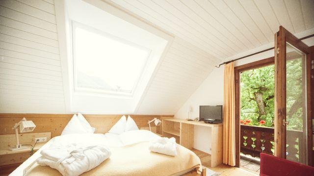 """Doppelzimmer mit Balkon und Seeblick im """"Kleinen Häusl"""" vom Gralhof"""