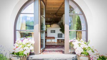Biohotel Schweitzer Terrasse Garten Urlaub Tirol
