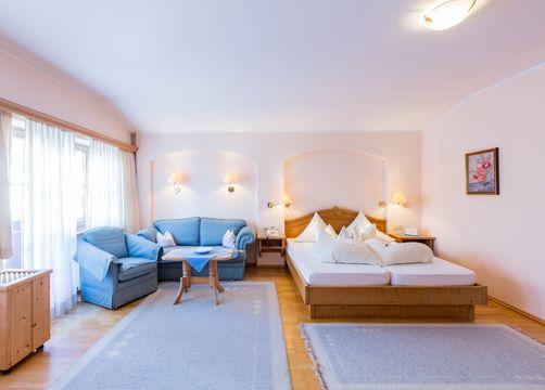 Wohn-Schlafzimmer (1/3) - Biohotel Schweitzer