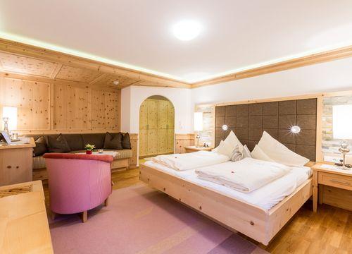 Swiss stone pine organic room with balcony (1/1) - Biohotel Schweitzer