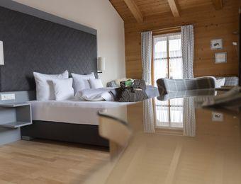"""Organic Chalet - Double Room """"Edelkastanie"""" - moor&mehr Bio-Kurhotel"""