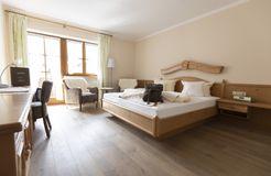 """Comfort Double Room """"Holunder"""" with Balcony (2/3) - moor&mehr Bio-Kurhotel"""