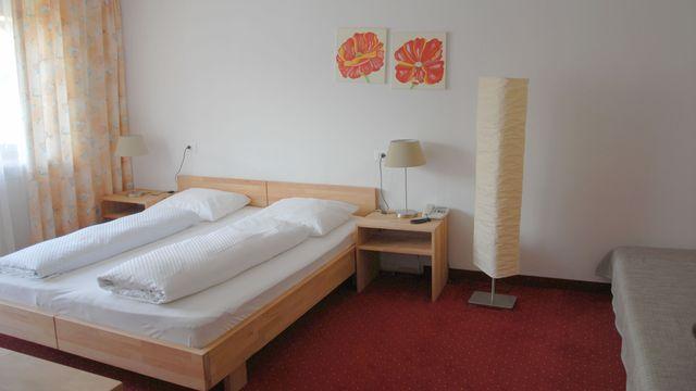 Mehrbettzimmer mit Balkon