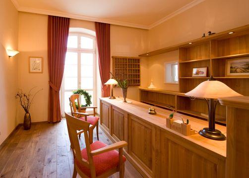 Biohotel Gutshaus Parin: Rezeption - Hotel Gutshaus Parin, Parin, Mecklenburg-Vorpommern, Deutschland