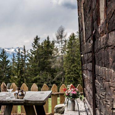 Terrasse, Reh's Wiesen Hütte, Lüsen/Brixen, Südtirol, Trentino-Südtirol, Italien