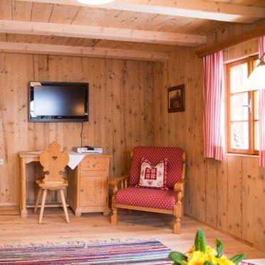 Wohnstube mit Kachelofen, Ferienhütte Windlegern, Neukirchen, Oberösterreich, Oberösterreich, Österreich