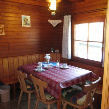 Dorferhütte, Diningtable