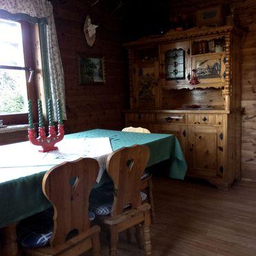 Esstisch, Zirbenwaldhütte in Mühlen, Steiermark, Steiermark, Österreich