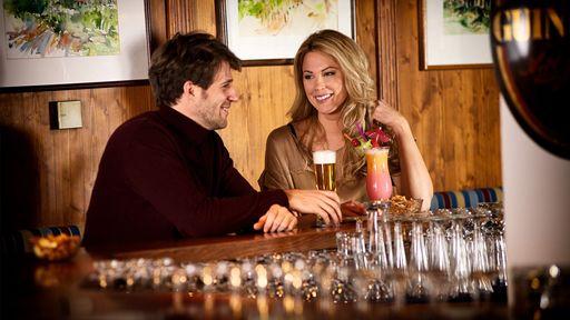 Genießen Sie gemütliche Stunden in unserer Hotelbar - mit Cocktail, Bier oder einer Tasse Tee.