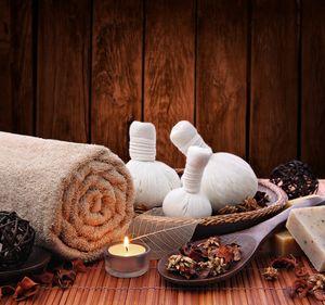 Ayurvedische Kräuterbeutel-Massage | 50 Minuten