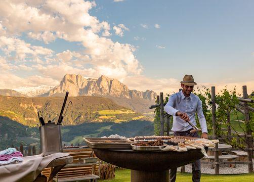 Biohotel Pennhof: Grillen - Pennhof, Barbian (Bozen), Trentino-Südtirol, Italien