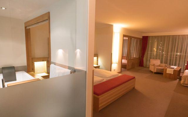 Zimmer Wellness Junior Suite Hotel Mein Almhof Nauders Reschenpass Tirolweb - 00296.jpg