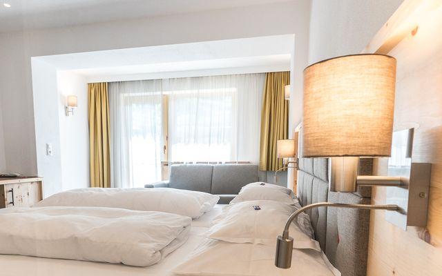 Symbolfoto Zimmer Hotel Mein Almhof Nauders EZ DZ 5376.jpg