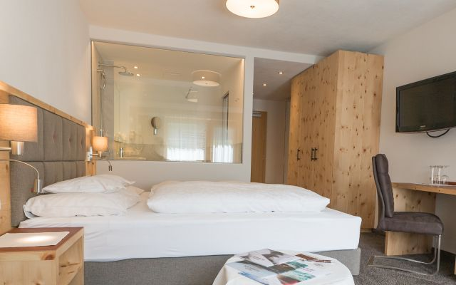 Symbolfoto Zimmer Hotel Mein Almhof Nauders EZ DZ 5371.jpg