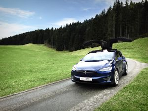 2 Stunden Tesla X 90D mieten