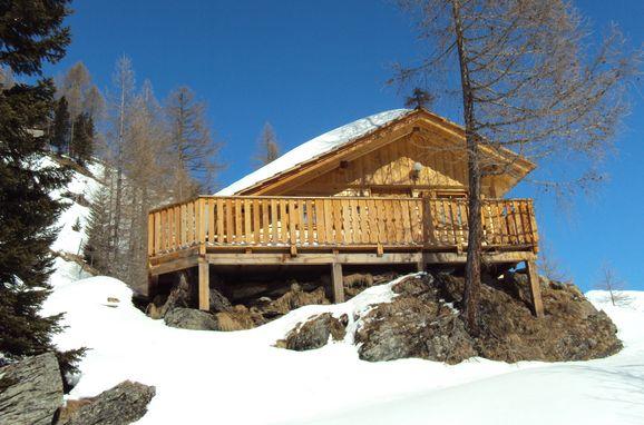 Winter, Almwiesenhütte in Mörtschach, Kärnten, Kärnten, Österreich