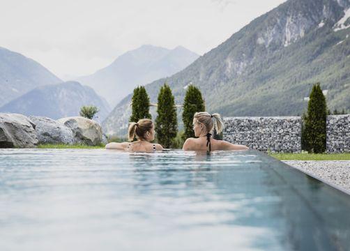 Biohotel Holzleiten Hotel Tirol Pool mit Frauen - Bio-Wellnesshotel Holzleiten