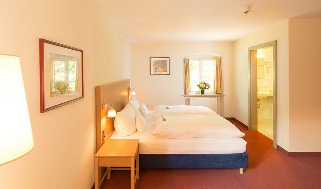 hotel in der natur zimmer und preise kloster holzen allmannshofen. Black Bedroom Furniture Sets. Home Design Ideas