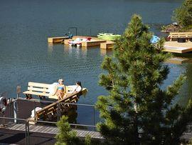 Das Hotel am See mit immer warmen See Bad