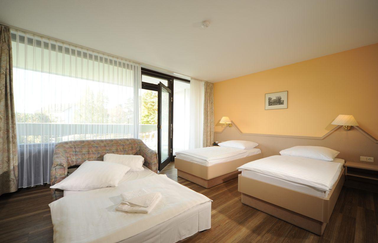 Familienzimmer Hotel Sonnenhgel.JPG