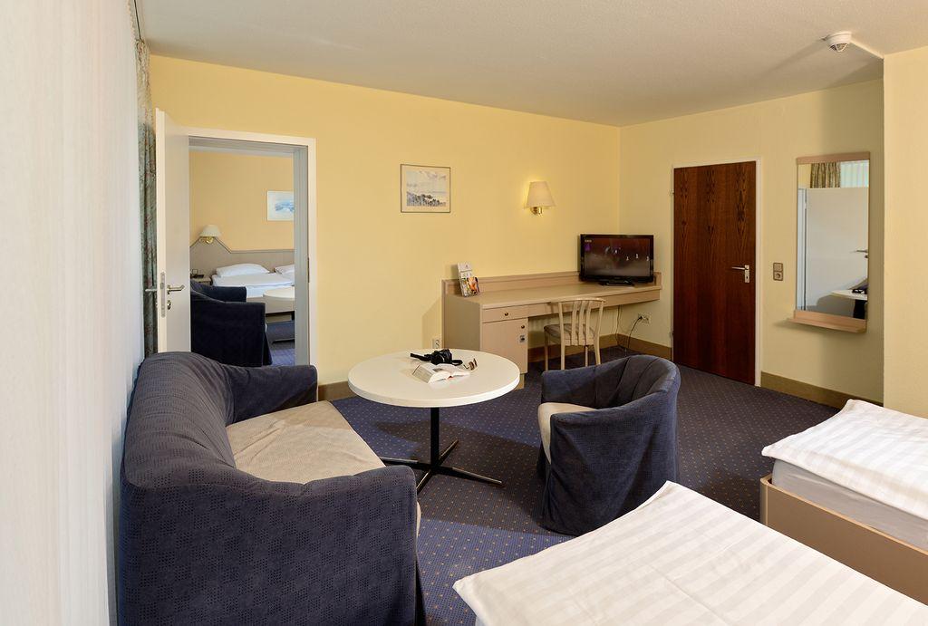 2 raum apartment haus 2 ca 70 qm. Black Bedroom Furniture Sets. Home Design Ideas