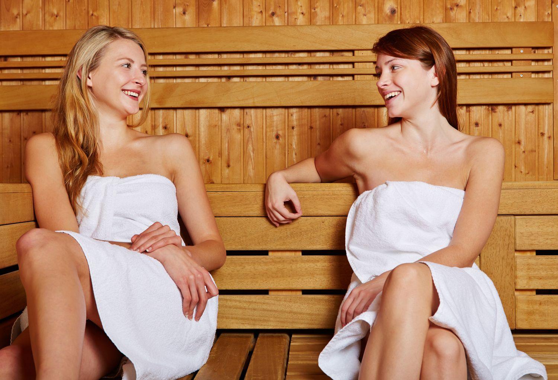 frauen in der sauna
