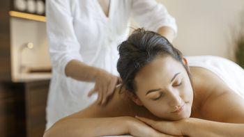 Von Kopf bis zu den Fußspitzen – Aroma-Ganzkörpermassage