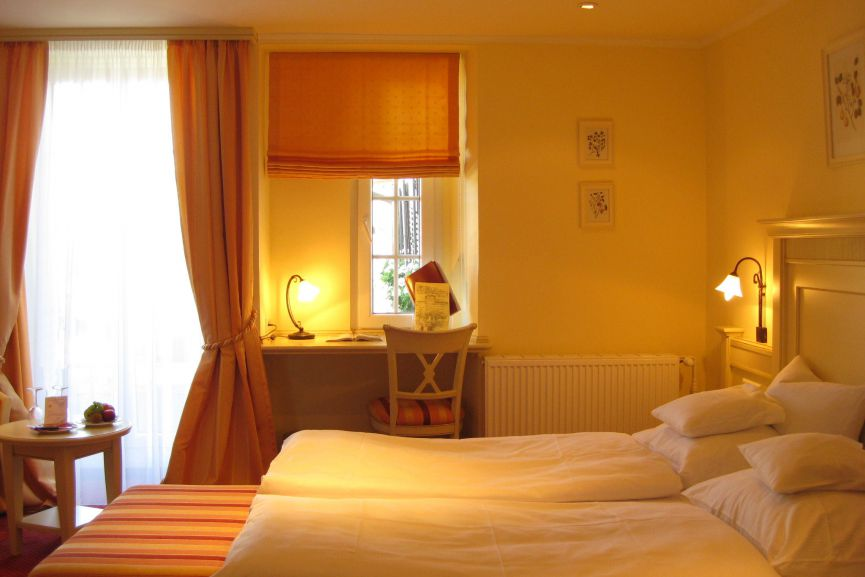 Doppelbett im Romantik Doppelzimmer