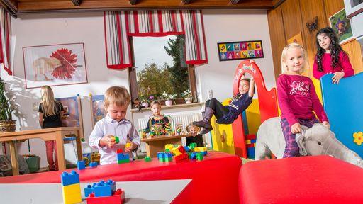 Ihr Familotel mit kindgerechter Einrichtung und ausgelassener Spielaction für Kinder.