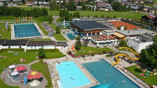 Badewelt von St. Johann – dem Erlebnis- Hallen- und Freibad mit toller Rutsche