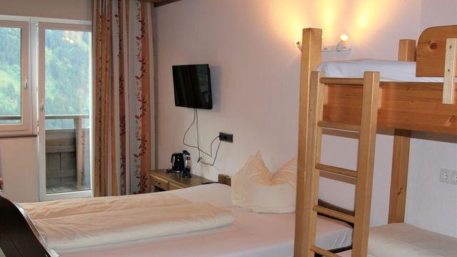 "Altbau-Familienzimmer ""Heidi"" - 1 Raum im Hotel STEFAN****   20 m²"