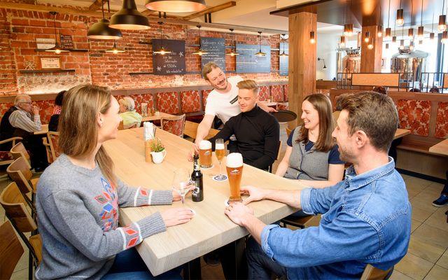 Hotel & Bierbrauerei Garmischer Hof: Geselliges Zusammensein in der Brauerei
