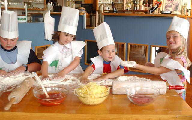 Familienhotel_Am_Rennsteig_Kinderkochen.jpg
