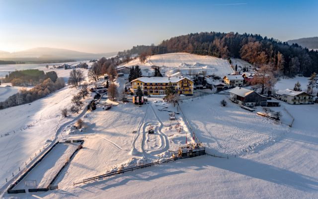 Familotel-Landhaus-zur-Ohe_Winter2.jpg
