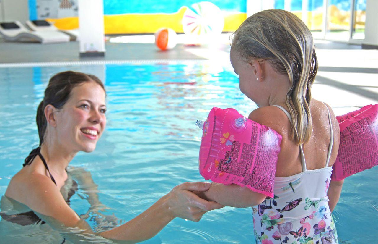 imp_gut-landegge_mutter-kind-schwimmbad.jpg