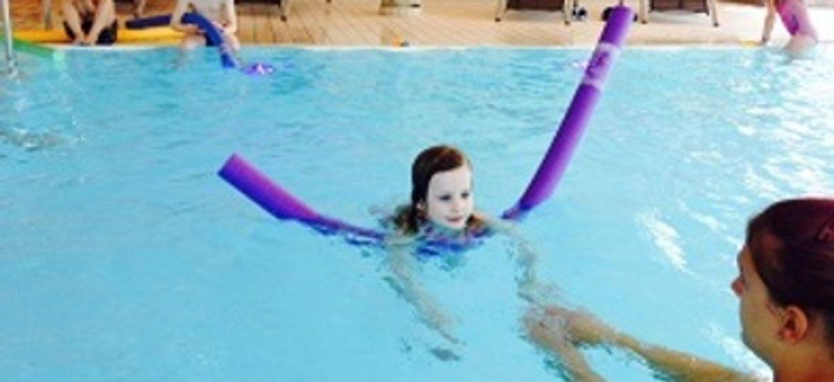 Schwimmen lernen im Familienurlaub