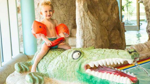 Badespaß für Kinder in der tropischen Baby- und Kleinkindplanschgrotte!