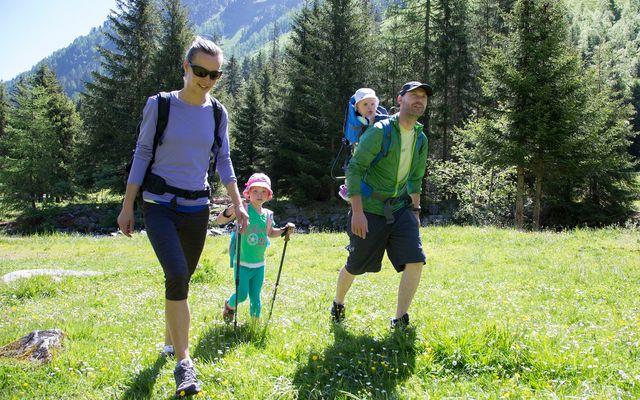IMP_Familienhotel_Alpenhotel_Kindl_Wandern.jpg